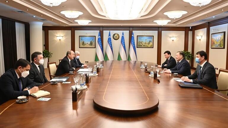 Обсуждены вопросы укрепления узбекско-казахстанского сотрудничества в сфере здравоохранения и