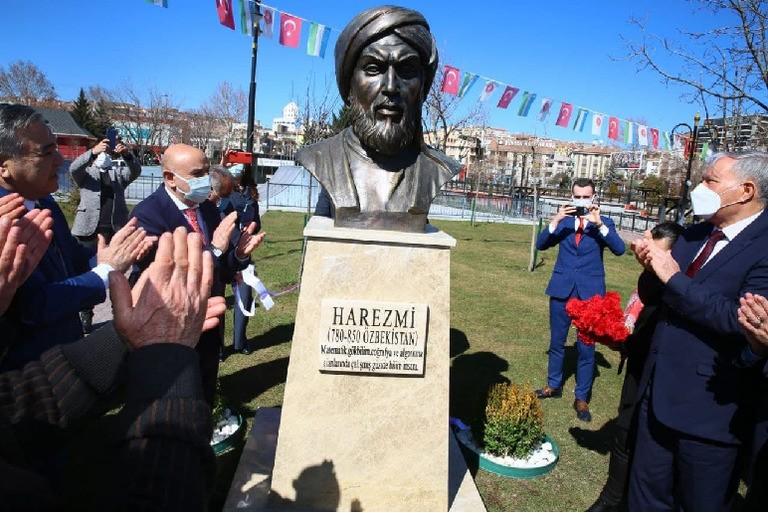 ВТурции открыли памятник Мухаммаду аль-Хорезми