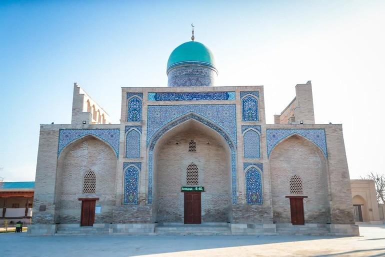 Вузы Узбекистана разработают учебную программу по паломническому туризму